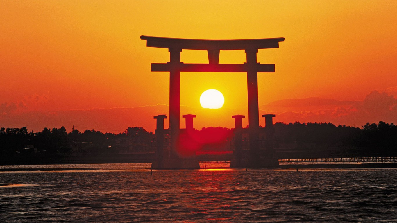 shrine travel sunrise grand gate itsukushima miyajima 104861 6 Reasons Why You Have To Holiday In  Japan